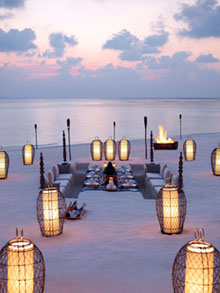 Dusit-Thani-Maldives_Beach-Dining-small