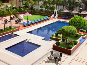 Dusit-Thani-Manila_Swimming-Pool-small
