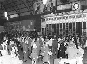 Sydney Railway Square Central Station-DBoard used 1906-1982.NSWGovArchives.rsz
