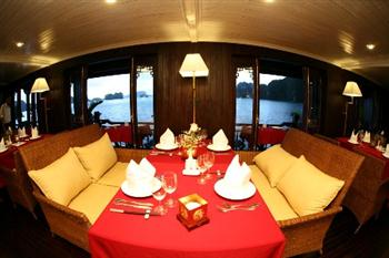 violet-luxury-private-cruise-Halong-Bay