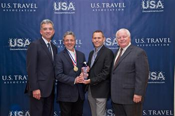 Yehudi Altman, Director, Product, WestJet Vacations and Tim Croyle, Vice-President and General Manager, WestJet Vacations accepting Chairman's Circle honour. (CNW Group/WestJet)