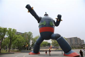 """Tetsujin 28-go"" is the title of a manga work and the name of the huge robot who appears in the work, illustrated by Mitsuteru Yokoyama. In the story, a boy detective named Shotaro uses a remote controller to operate Tetsujin 28-go and fight for peace. Today, this huge robot emerges from the pages of manga to fight for peace in Kobe, Mr. Yokoyama's birthplace."