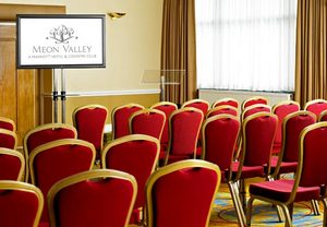 Anyone considering hotels in Southampton for group bookings will likely already have Meon Valley on a shortlist. In addition to its seven renovated meeting rooms and 431 square meters of total meeting space, this hotel near the Southampton, UK airport seems designed especially for business conferences.