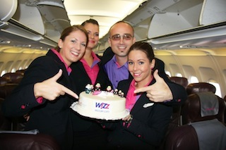 Wizz Air crew accept a Matrushka inspired cake to celebrate flights from Budapest Airport to Moscow