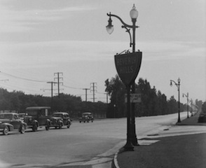 Beverly-Hills-Gateway-at-Santa-Monica-Boulevard-and-Doheny-Drive-1940s