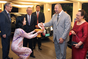 King-Queen-of-Tonga-at-Dusit-Thani-Bangkok-low