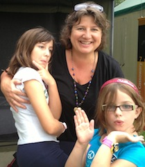 Melbourne Festival 2014 Prizewinner Jane Nicholls with daughters Grace and Rosie