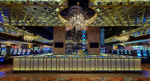 Furnace Bar at Downtown Grand Las Vegas Hotel and Casino, an Ascend Hotel Collection Member. (PRNewsFoto/Choice Hotels International, Inc.)