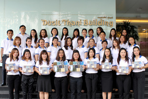 Sales-Team-to-distribute-Dusit-Calendar-2014_low
