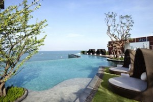 Pic 1 Hilton Pattaya_Outdoor pool