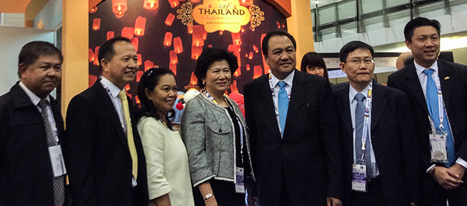 Tourism Authority of Thailand Governor Mr. Thawatchai Arunyik (3rd from right)