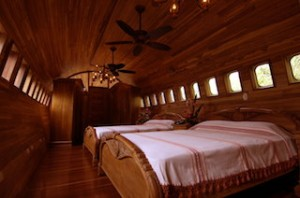 Boeing 727 hotel master bedroom.rsz