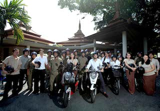 Trisara Staff with Safty Riding_1_re