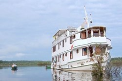 gI_87682_Victoria-Amazonica-Riverboat