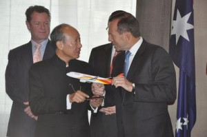 Chen Feng, Chairman of HNA Group meeting with Australian Prime Minister Abbott