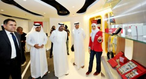 His Highness Sheikh Ahmed tours Emirates Official Store at The Dubai Mall_tcm133-1632733