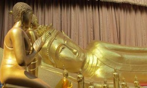 Manorah Reclining Buddha is believed to be between 800-1,000 years old.