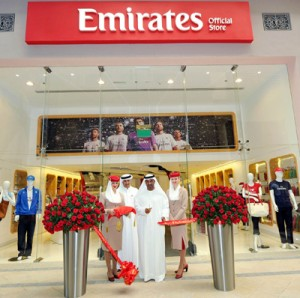 Sheikh Ahmed cuts the ribbon at Emirates Official Store at The Dubai Mall_tcm133-1632732 (1)