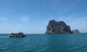 This boat can also take tourists to explore around Trang sea.