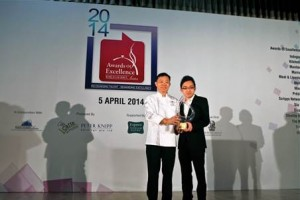 Masterchef Lap Fai receiving his Asian Cuisine Chef of the Year for the 2nd time