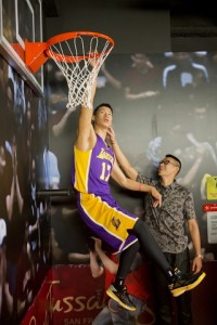 Jeremy Lin stands with his new wax figure at Madame Tussauds, San Francisco, Calif., on Thursday August 21. (Photo: Business Wire)