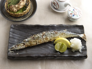Grilled pacific sury with rock salt Resized
