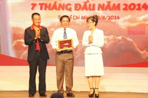 Souvenir to Deputy Minister of Transport of Vietnam
