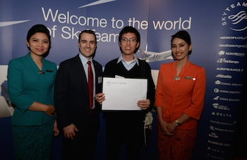 SkyTeam Prize Winner Neil Chen, Flight Centre Strathfield Plaza with SkyTeam Manager Commercial DEvelopment Edward Hollo and flight attendants