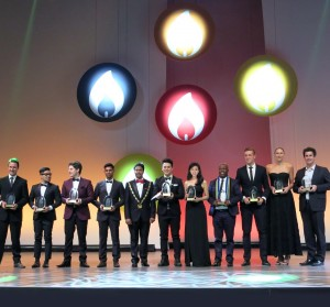 Photo17_Ms. Poman Lo poses with the other honourees of 'The Ten Outstanding Young Persons of the World'
