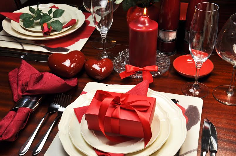 Red romantic Valentine dinner for two table setting. & Global Travel Media » Blog Archive » Fabulous Red Week Valentineu0027s ...