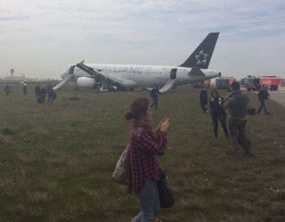 Plane off runway with passengers safely out