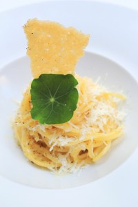 Semolina pasta with black pepper and pecorino cheese and olive oil (1)