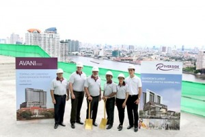 AVANI Bangkok Riverside Topping Off - executives with river view low res