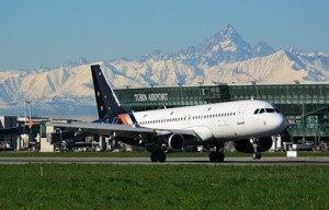 Titan Airways Airbus A320 (2)