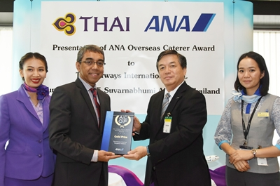 TG074 Photo News THAI Catering Receives Gold Prize for Best Middle Haul Caterer Award 2014