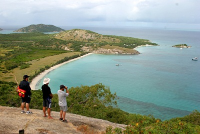 Lizard Island from atop its highest point.htm