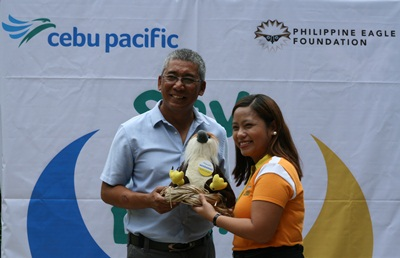 Philippine Eagle Foundation Executive Director Dennis Salvador and CEB Director for Products Apple Ignacio doing a ceremonial turnover at the Philippine Eagle Center