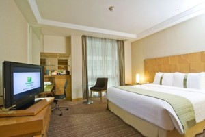 6. Holiday Inn Bangkok_Standard Room
