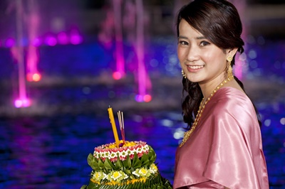9 - Dining under the Full Moon on Loy Krathong Evening