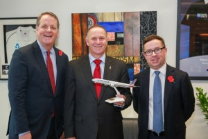 American-Airlines-CEO-Doug-Parker-New-Zealand-Prime-Minister-John-Key-Qantas-Group-Chief-Executive-Officer-Alan-Joyce-700x467