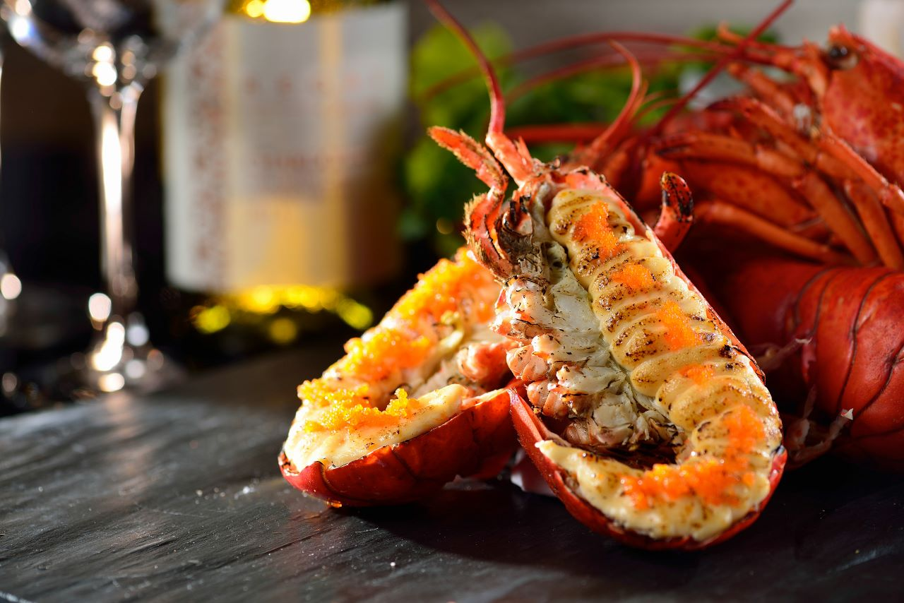 1_L'Eau Restaurant_Grilled Lobster with Minced Salted Egg Mayonnaise 濠餐廳_龍蝦黃金燒