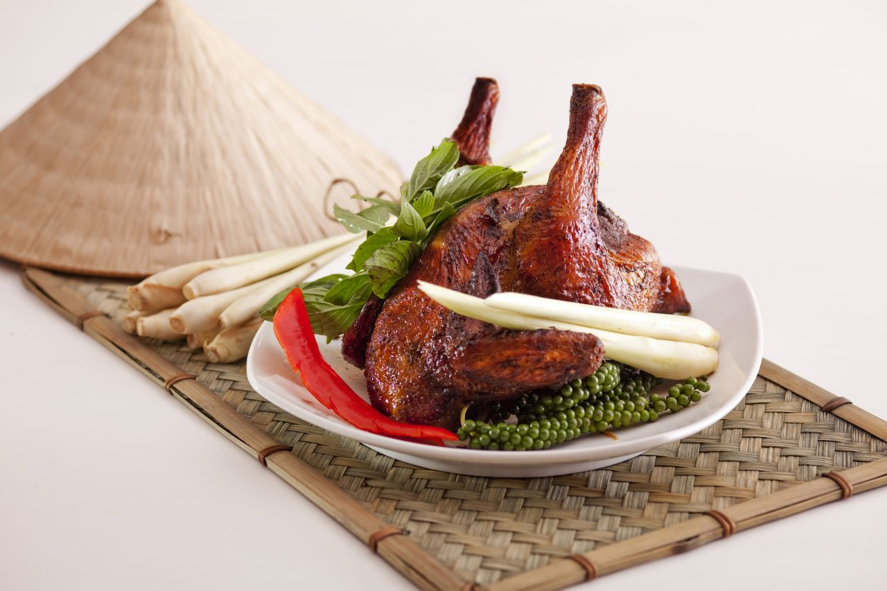 8_Vi_Roasted Spring Chicken Stuffed with Vietnamese Red Rice 河夢_燒春雞釀越式紅飯