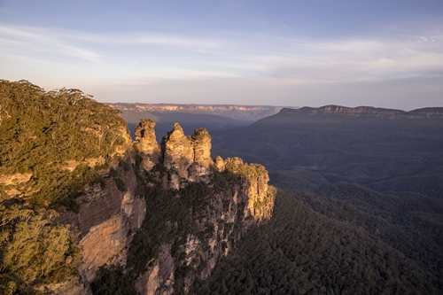 118181-Three Sisters - Blue Mountains - CREDIT Destination NSW