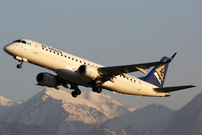 Air Astana - Embraer 190.