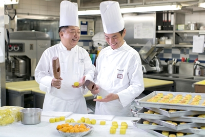 Peninsula Hong Kong Mooncakes Production