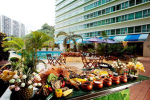 4-leau-restaurant-poolside-barbecue-buffet