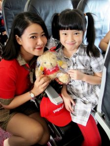passengers-enjoy-flying-with-vietjet-2