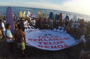 Thousands of people in Bali have joined a movement to reject land reclamation in Benoa Bay. Supplied, Author provided