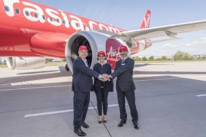 csm_A320neo_AirAsia_first_delivery_VIPs_7d4a453419