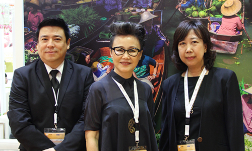 Mrs. Srisuda Wanapinyosak (Middle), TAT Deputy Governor for International Marketing (Asia and the South Pacific); Mrs. Kulpramote Wannalert, (right), TAT Director for ASEAN, South Asia and South Pacific Market Division; Mr. Kajorndet Apichartrakul (left), TAT Singapore Office Director